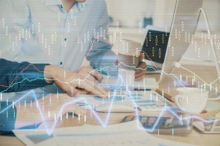 Photo pour Multi exposition du diagramme avec l'homme tapant sur l'ordinateur dans le bureau sur l'arrière-plan. Concept de travail acharné. - image libre de droit