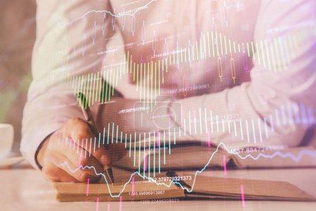 Photo pour Exposition de doble de diagramme financier de diagramme avec l'arrière-plan de bureau d'homme. Concept de succès. - image libre de droit