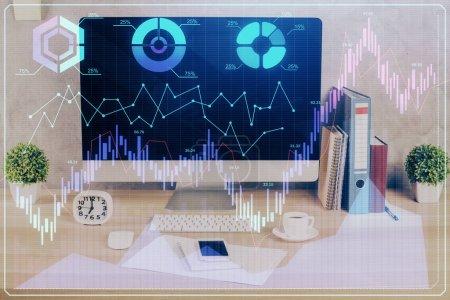 Photo pour Hologramme graphique Forex sur la table avec fond d'ordinateur. Double exposition. Concept de marchés financiers. - image libre de droit