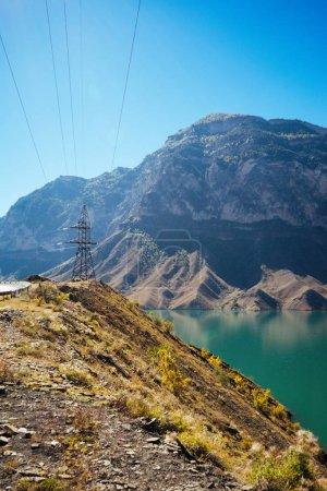 Photo pour Nature inspirante, montagnes majestueuses et eaux bleues - image libre de droit