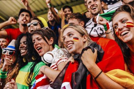 Photo pour Partisans de plusieurs pays au stade tous ensemble - image libre de droit