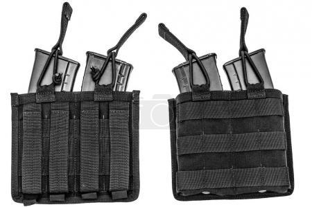 Photo pour Transportant des armes cas: Giberne militaire tactique en tissu haute technologie avec système de connexion rapide, close up, isolé - image libre de droit