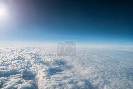 Photo pour Vue du ciel d'un avion - image libre de droit