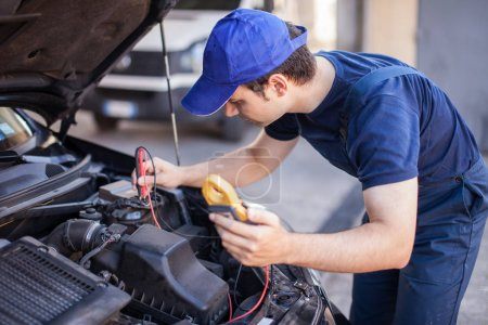 Car electrician troubleshooting car engine