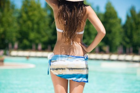 Woman in front of a pool