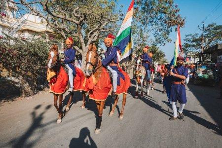 Photo pour Hommes locaux à cheval à Indian Sankranthi (Indian Hindu Festival ) - image libre de droit