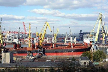 Photo pour Port de fret maritime d'Odessa - image libre de droit