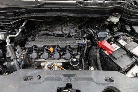 Nowosibirsk / Russland 03. Mai 2020: Honda CR-V, Detailansicht des Automotors, Frontansicht. Verbrennungsmotor, Autoteile, Detektion