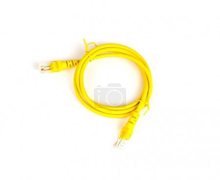 Photo pour Câble réseau jaune sur blanc - image libre de droit