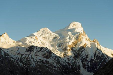 Gipfel des Himalaya-Gebirges, von Schnee bedeckt. ladakh-india.retro styl