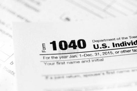 Photo pour Taxe sur fond de formes 1040 - image libre de droit