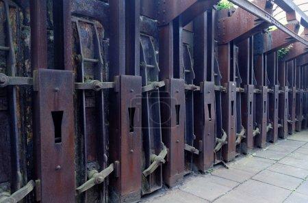 Photo pour Les portes des cokeries ferment - image libre de droit