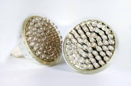 Photo pour Ampoules LED sur fond blanc, gros plan - image libre de droit