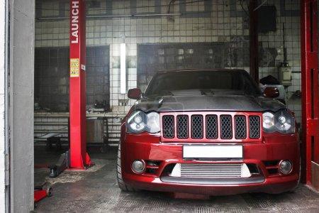 Jeep Grand Cherokee SRT8 drives