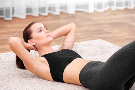 woman doing sits-up