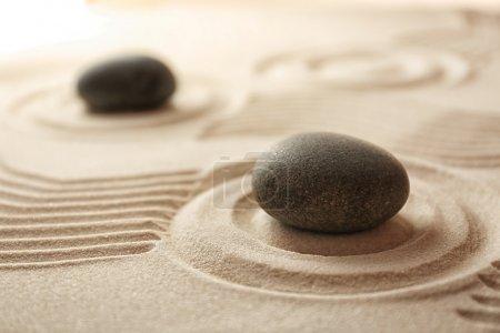 Photo pour Jardin zen japonais. Cailloux sur un sable - image libre de droit