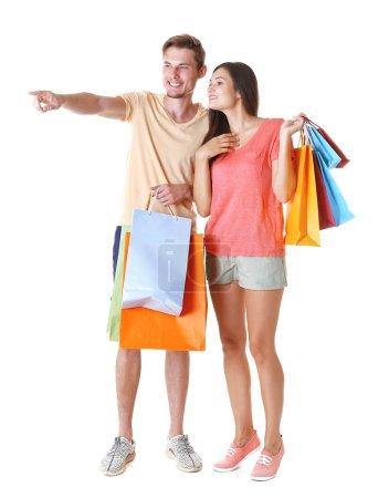 Photo pour Couple heureux avec achats isolés sur blanc - image libre de droit