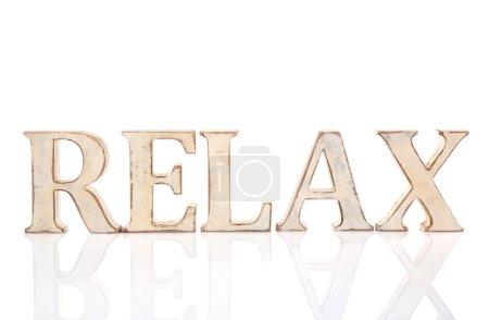 Photo pour Mot en bois Relax, isolé sur blanc - image libre de droit