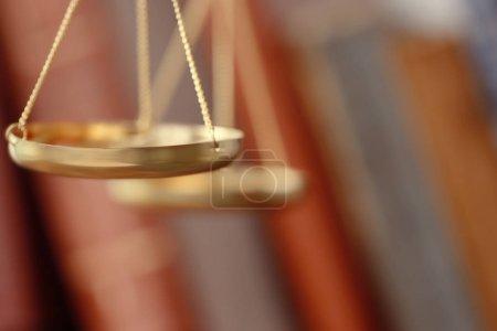 Photo pour Balance dorée, gros plan - image libre de droit