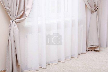 Foto de Ventana con cortina elegante nuevo - Imagen libre de derechos
