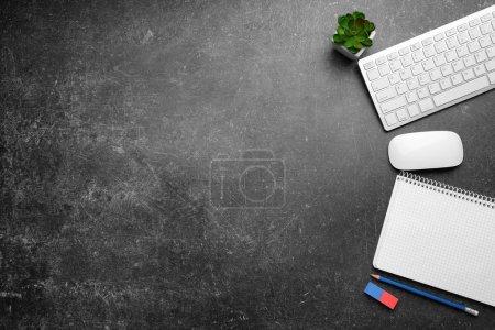 Foto de Montón de herramientas de Office en fondo gris - Imagen libre de derechos