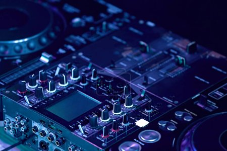 professional DJ console