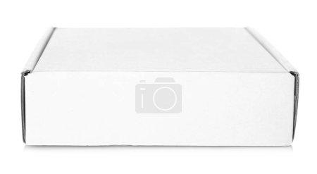 Photo pour Boîte en carton blanc sur fond blanc - image libre de droit