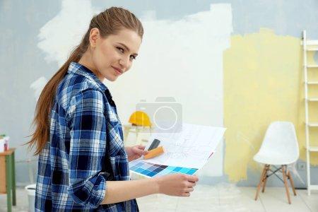 decorator choosing colors