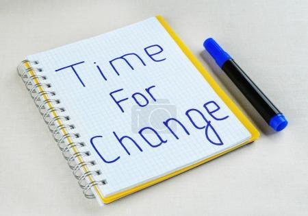 Photo pour Phrase TEMPS DE CHANGEMENT dans le carnet - image libre de droit