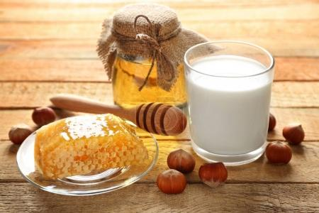 Composition with milk, honey and honeycomb