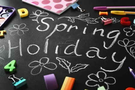 Text SPRING HOLIDAY