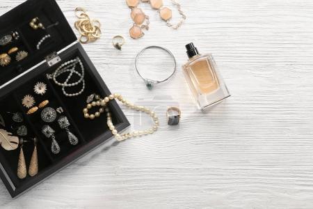 Accessoires de bijoux en boîte