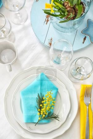 Table setting with floral decor on white tablecloth