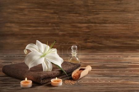 Photo pour Composition du magnifique spa sur fond en bois - image libre de droit