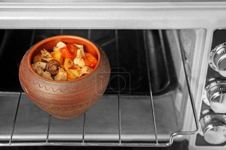 Crock pot with chicken ragout