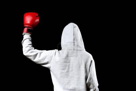 Photo pour Boxer en posant sur fond noir à capuche - image libre de droit
