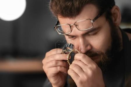 Jeweler working in workshop, closeup