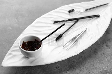 Set of tools for eyebrow dyeing and correction on plate