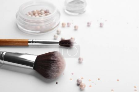 Makeup brushes with cosmetic powder
