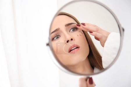 woman with eyelash loss problem