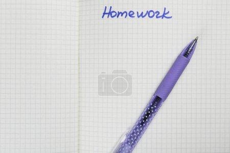 """Photo pour Cahier d'exercices avec le mot """"devoirs"""", gros plan - image libre de droit"""