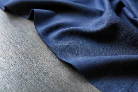 Photo pour Textile foncé sur fond gris. Texture du tissu - image libre de droit