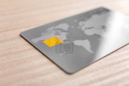 Foto de Tarjeta de crédito en mesa, closeup - Imagen libre de derechos