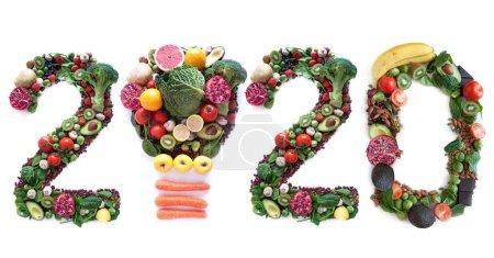 Photo pour 2020 fait de fruits et légumes, y compris une icône ampoule - image libre de droit