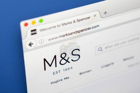 Photo pour Londres, Uk - 20 avril 2017: La page d'accueil du site officiel pour Marks and Spencer, le détaillant multinational Britannique, le 20 avril 2017. - image libre de droit