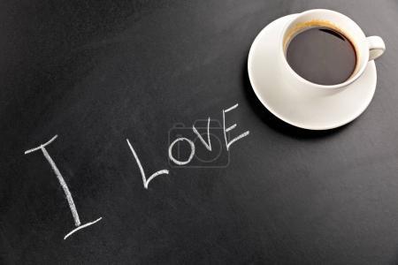 taza de café vapor y letras