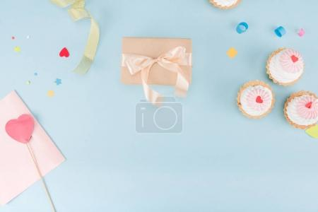 cakes and gift box with ribbons