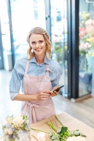 florist using smartphone