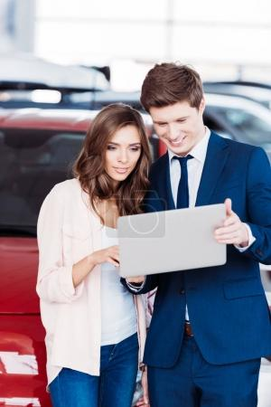 manager showing something on laptop