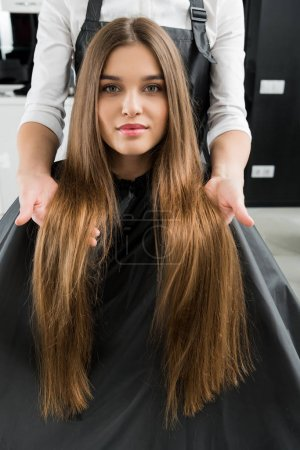 Photo for Beautiful young woman with beautiful hair in hair salon - Royalty Free Image
